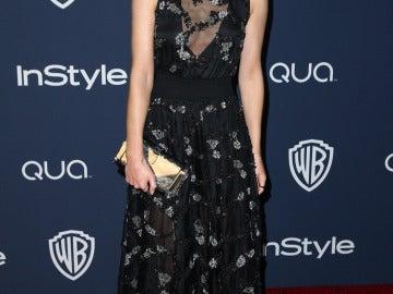 Emma Watson muy elegante y sonriente