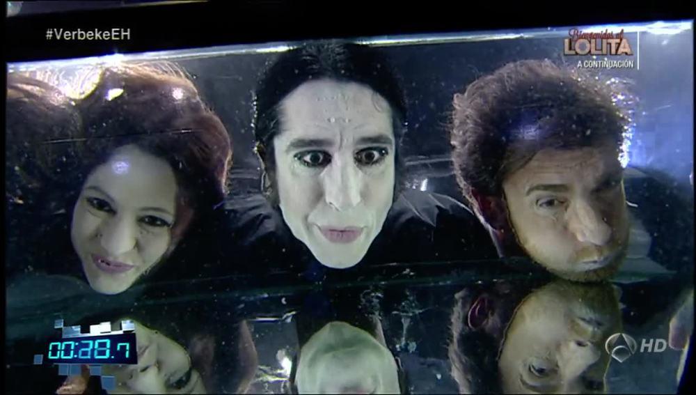 Natalia Verbeke, Mario Vaquerizo y Pablo Motos bajo el agua