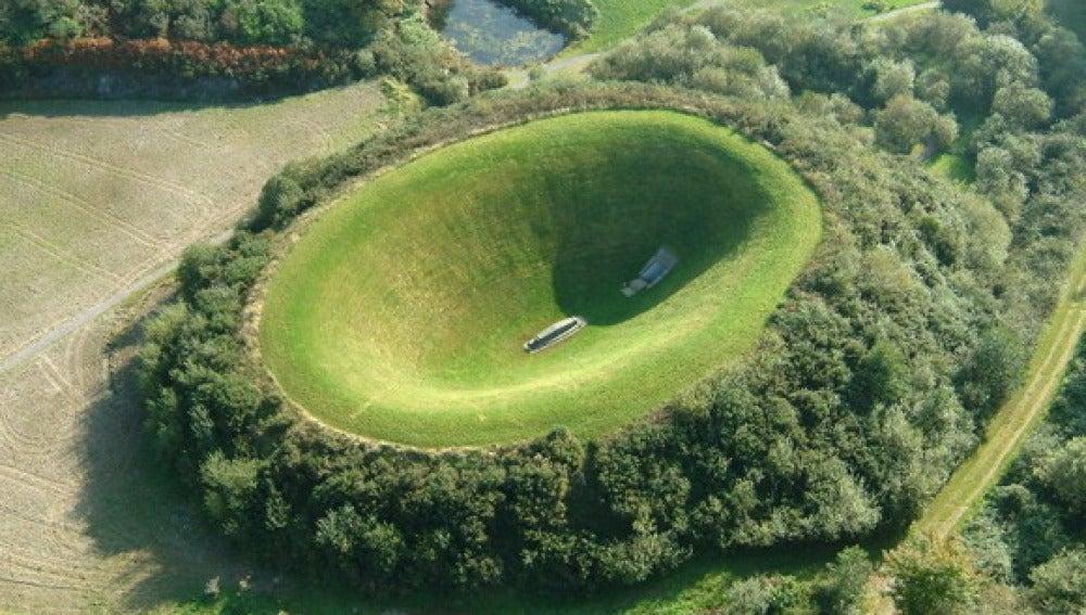 Cráter hecho por el hombre en los jardines de Liss Ard, Irlanda