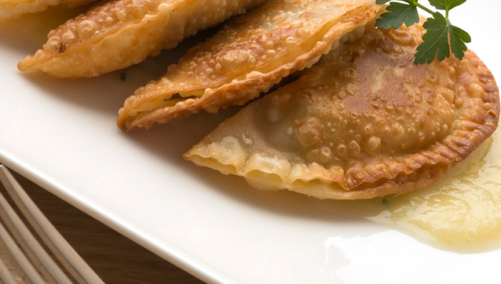 Empanadillas de patata, aceituna y anchoas