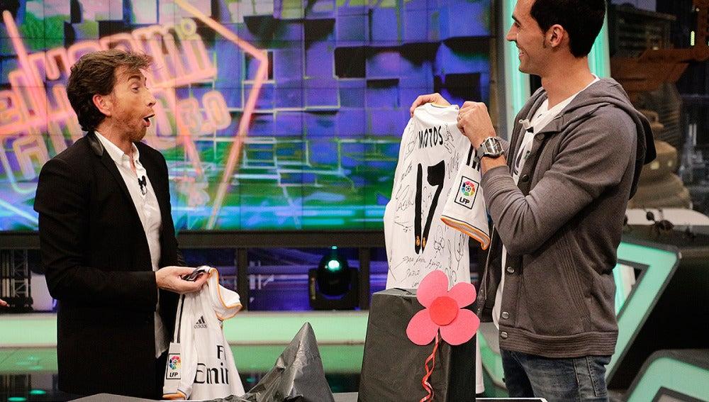 Arbeloa sorprende a Pablo Motos con una camiseta