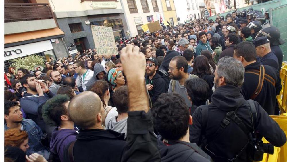 Protestas contra la reforma educativa en la visita de Wert a La Laguna