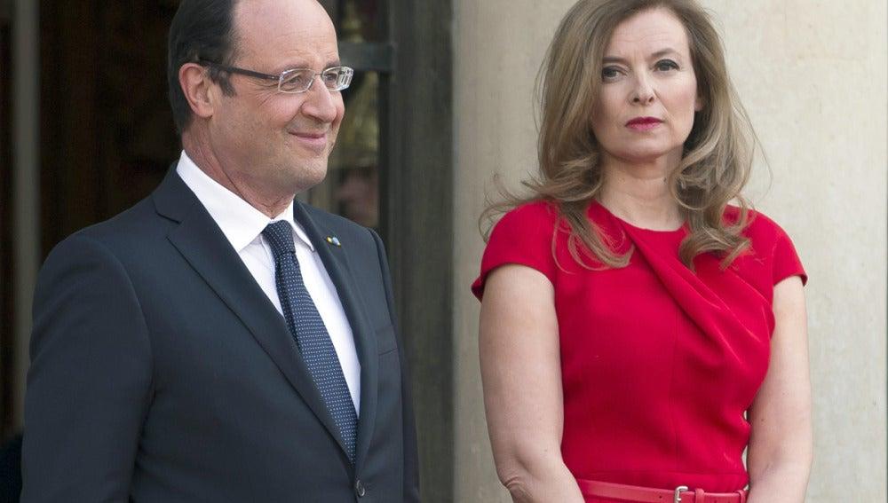 Hollande junto a Valérie Trierweiler