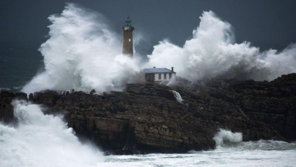 El faro Isla de Mouro en Santander
