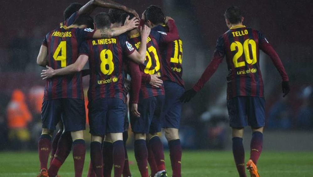 El FC Barcelona celebra un gol ante el Levante