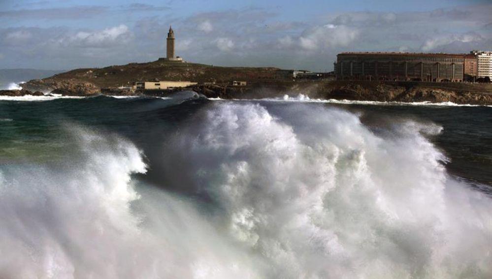 Imagen de archivo de un fuerte oleaje