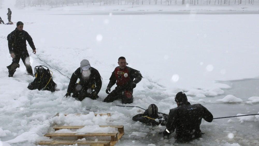 Participantes en la  'Ice Diver'
