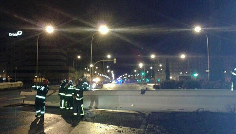 Emergencias de Madrid retiran el obelisco derribado por el viento