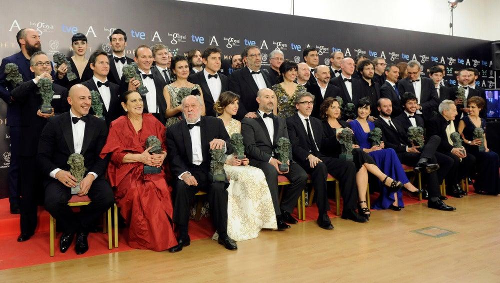 La foto de familia de todos los ganadores en los Goya 2014