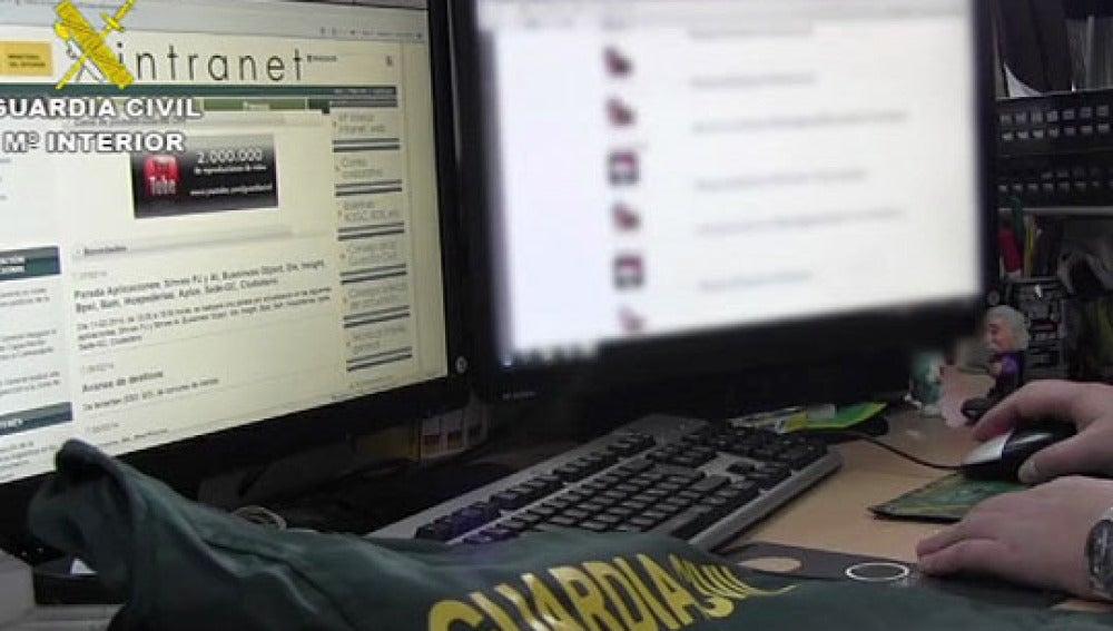 Investigación de la policía en Internet