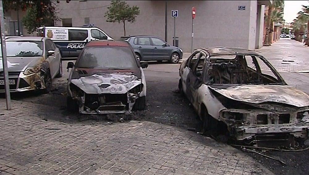 Estado de los coches calcinados.