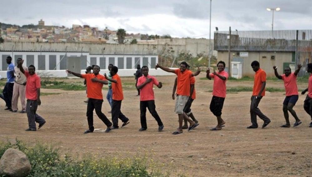Grupo de inmigrantes en Melilla.