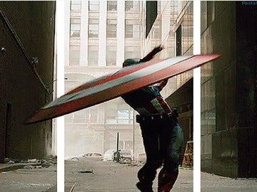 El escudo de Capitán América se sale de la pantalla