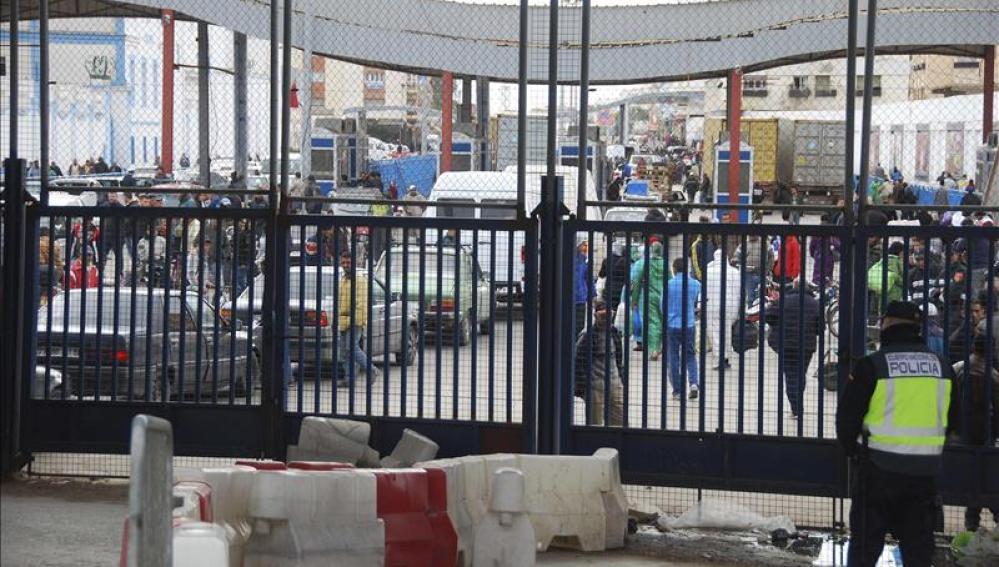 Vigilancia en el tránsito fronterizo de Melilla