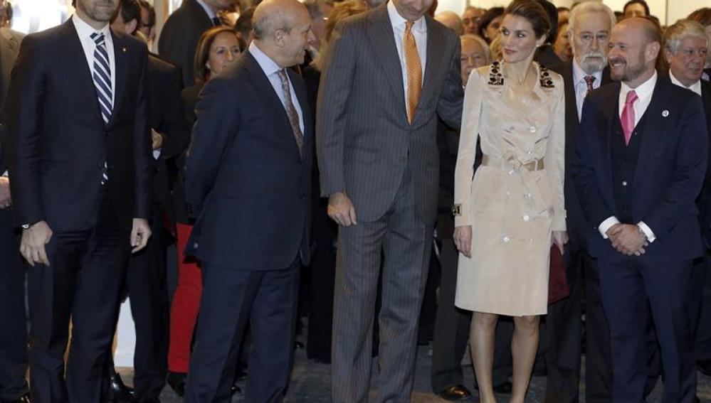 Los Príncipes de Asturias, acompañados por el ministro de Educación, José Ignacio Wert.