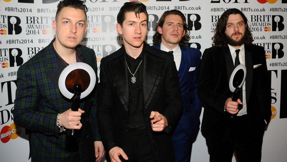 Arctic Monkeys con sus dos premios