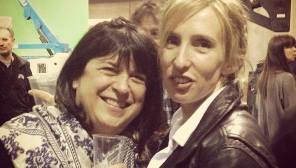 Erika L. James y la directora Sam Taylor-Johnson en la fiesta de fin de rodaje