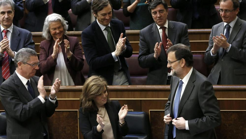 Mariano Rajoy recibe los aplausos de la bancada del PP