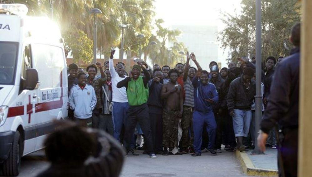 Inmigrantes que han logrado saltar la valla