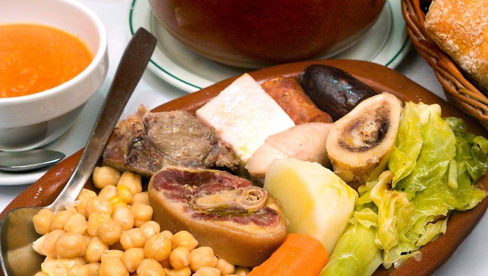 El cocido de Casa Carola está entre los más afamados.