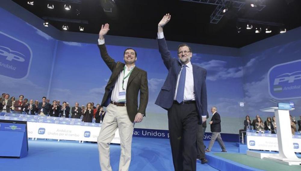 El presidente del Gobierno, Mariano Rajoy, junto al nuevo líder del PP de Andalucía, Juan Manuel Moreno