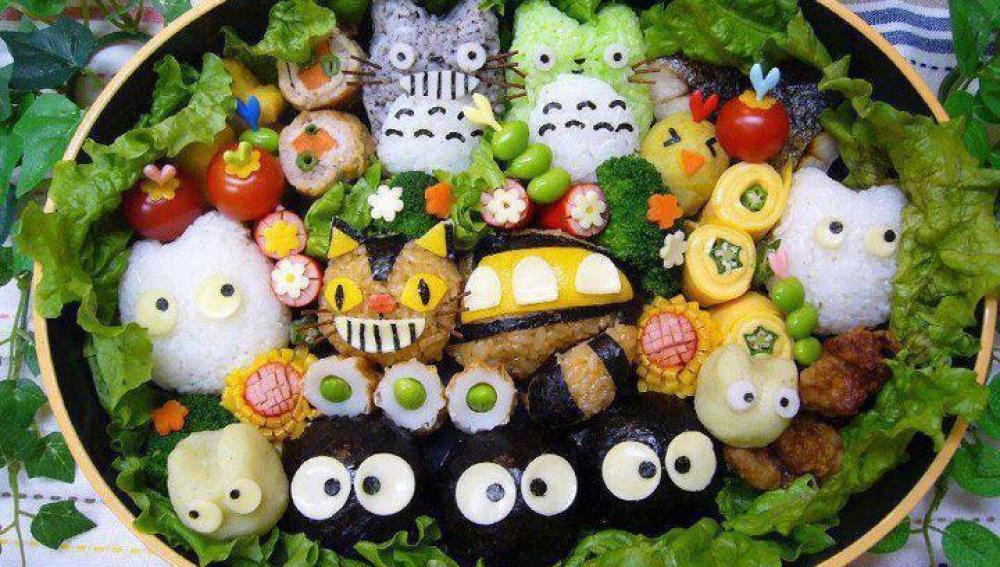 Kyaraben con personajes de anime y manga, como el célebre Totoro.