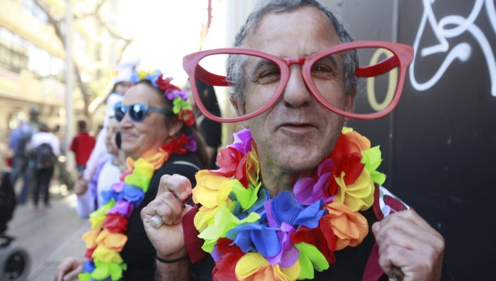 Hombre disfrutando del Carnaval en España