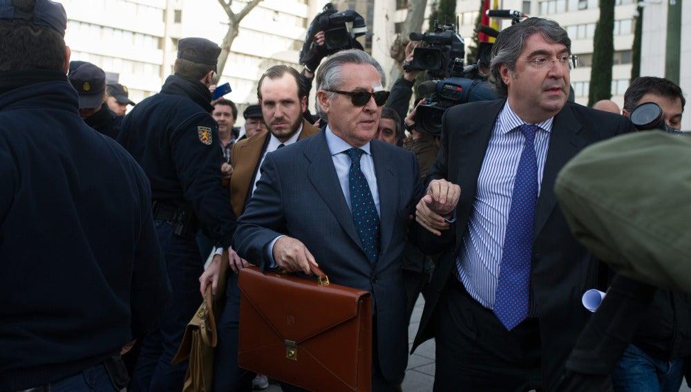 Miguel Blesa, perseguido a la entrada de la Audiencia Nacional