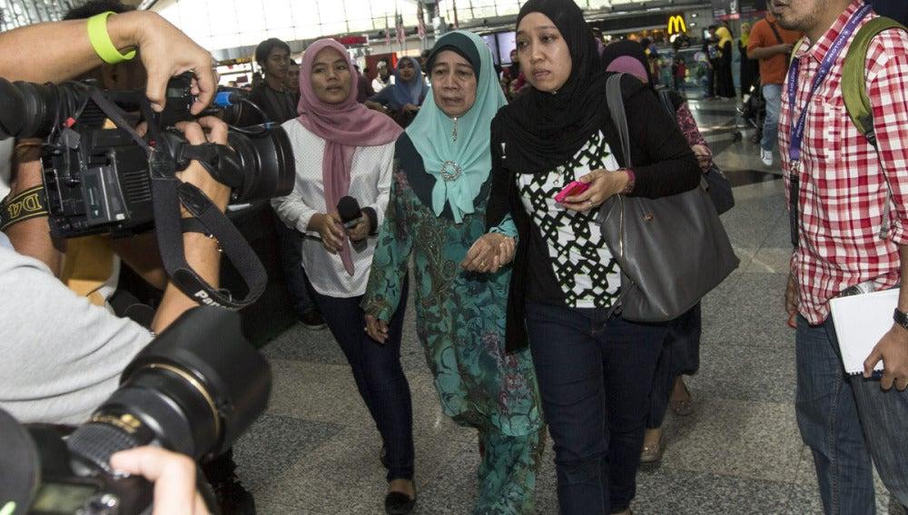 Familiares de los pasajeros del avión siniestrado
