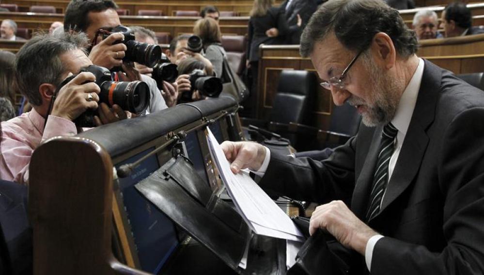 """Rajoy tacha de """"inmovilista"""" a Rubalcaba ante la acusación de """"chapuza"""" de la LOMCE"""