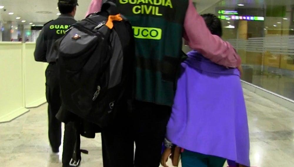Vuelve a Barcelona la niña secuestrada en Bolivia