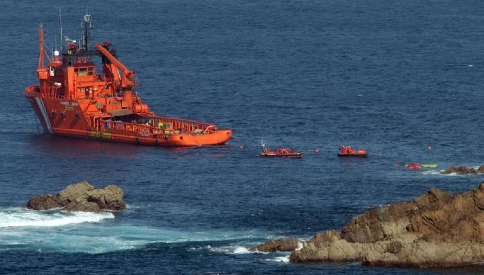 El pesquero Santa Ana, hundido desde hace una semana frente al Cabo Peñas
