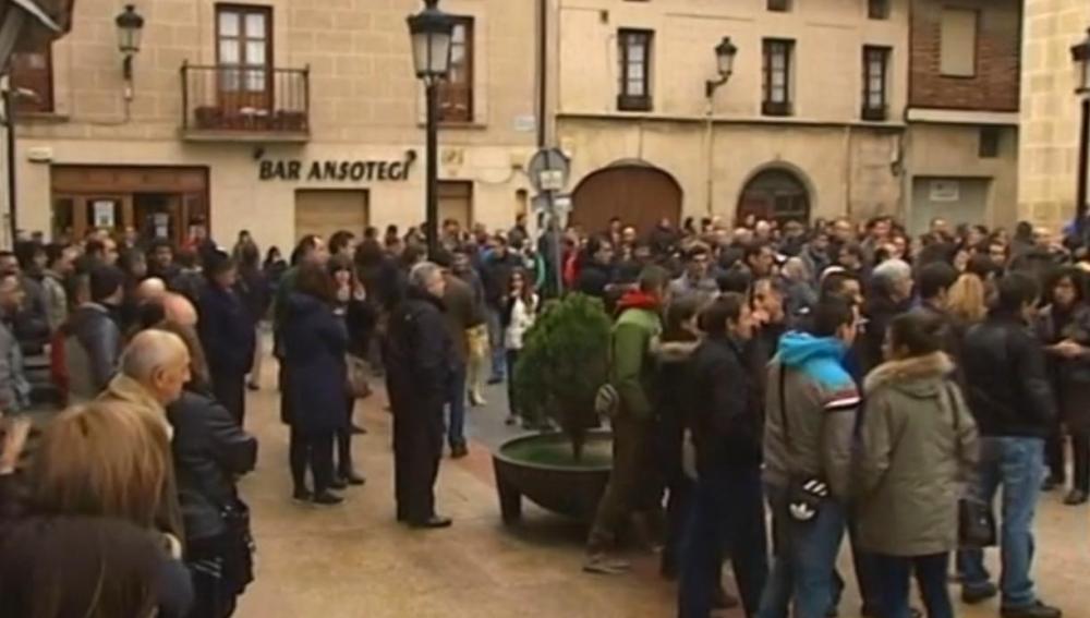 Concentración en Treviño por la muerte de una menor
