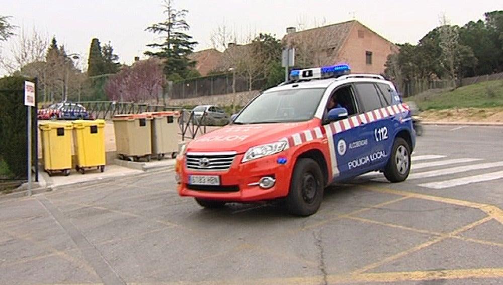 La Policía patrulla en los alrededores de un colegio de La Moraleja