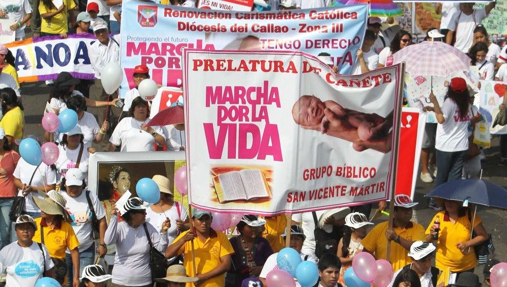 """Miles de personas participan en la """"Marcha por la vida"""""""