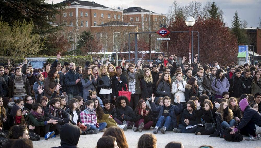 Estudiantes concentrados durante la primera jornada de huelga