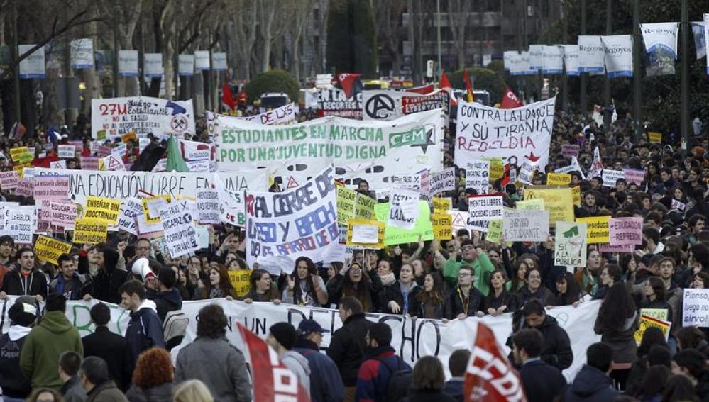 Los estudiantes toman la calle para defender la educación pública