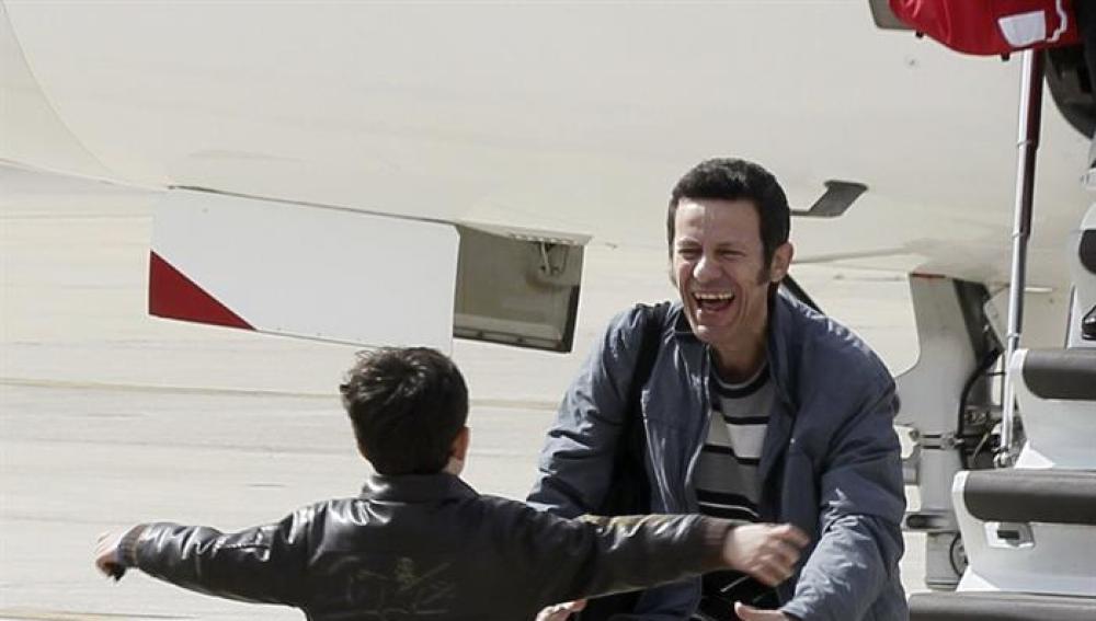 Javier Espinosa se reencuentra con su hijo