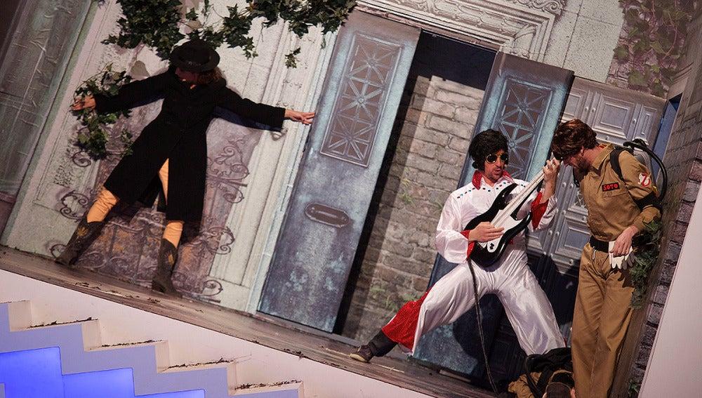 Teatro de pendiente 'Una lápida cayó en la arena'