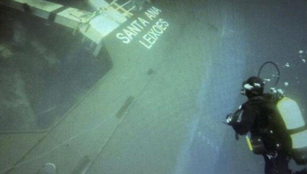 Buzos en el buque Santa Ana