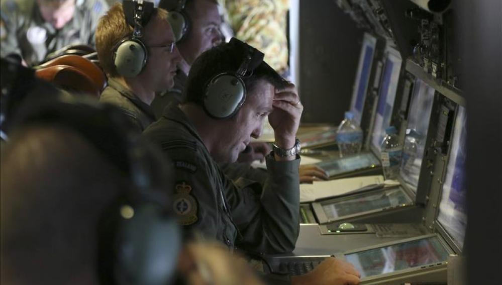 Operadores de un avión de la Fuerza Aérea neozelandesa