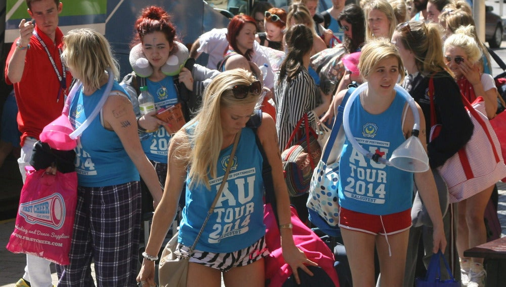 Universitarias inglesas que llegan para el Saloufest
