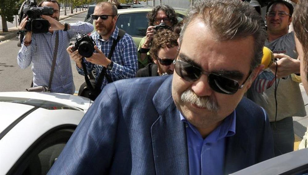 Vicente Soriano sale de los juzgados.