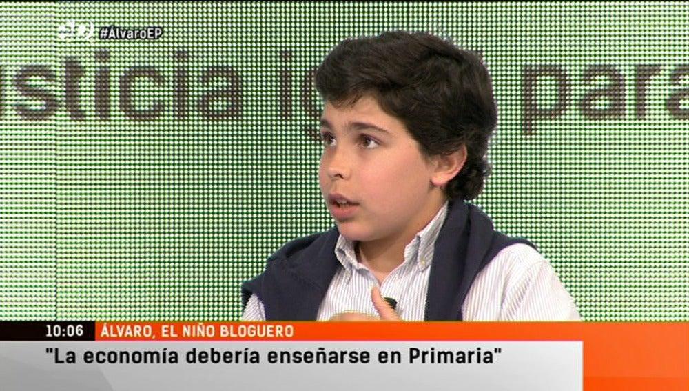 """Álvaro, el niño bloguero: """"La economía debería enseñarse en primaria"""""""