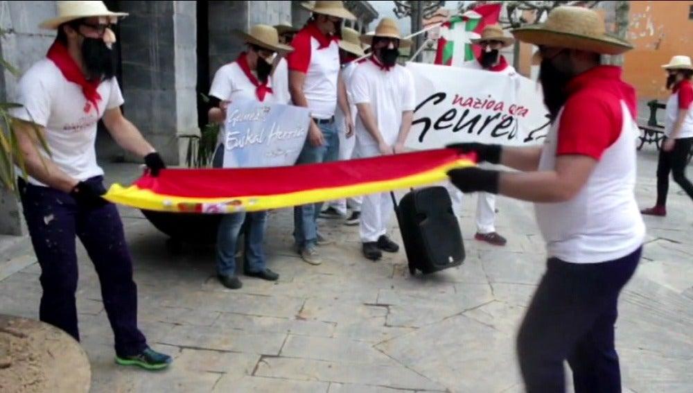 Los radicales retiran la bandera de España en el Ayuntamiento de Villabona