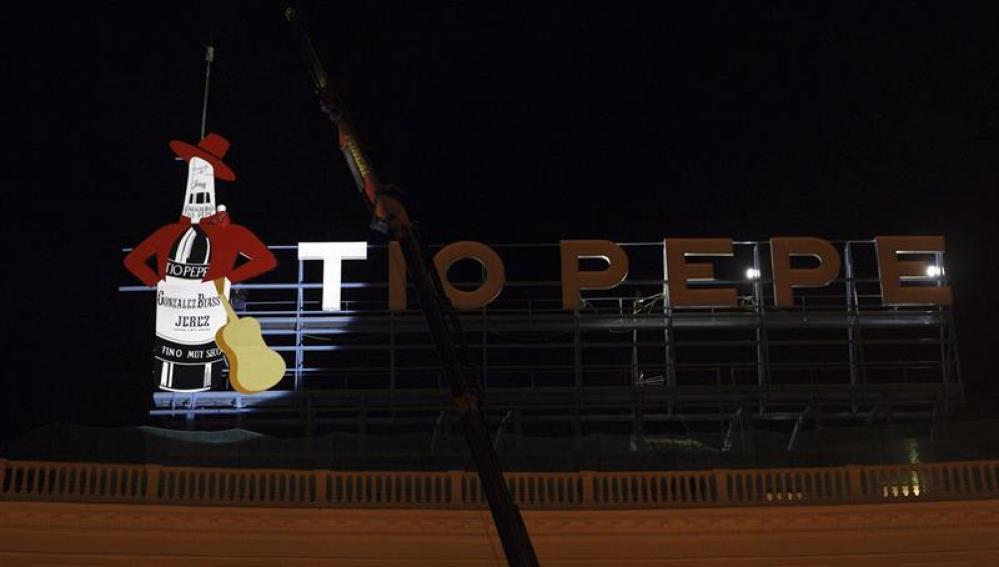 Colocan el emblemático cartel luminoso de Tío Pepe