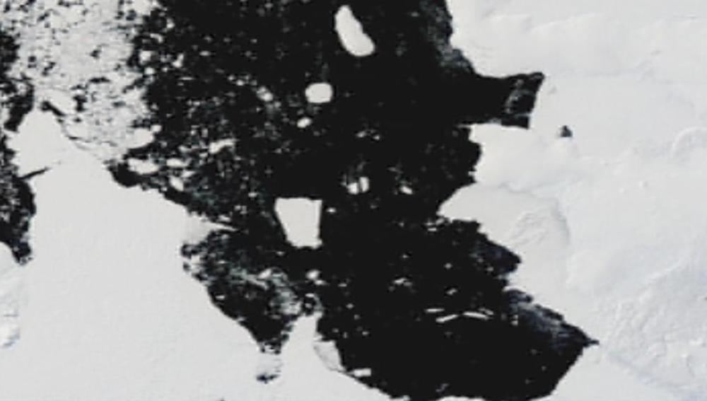 Se desprende un iceberg de la Antártida