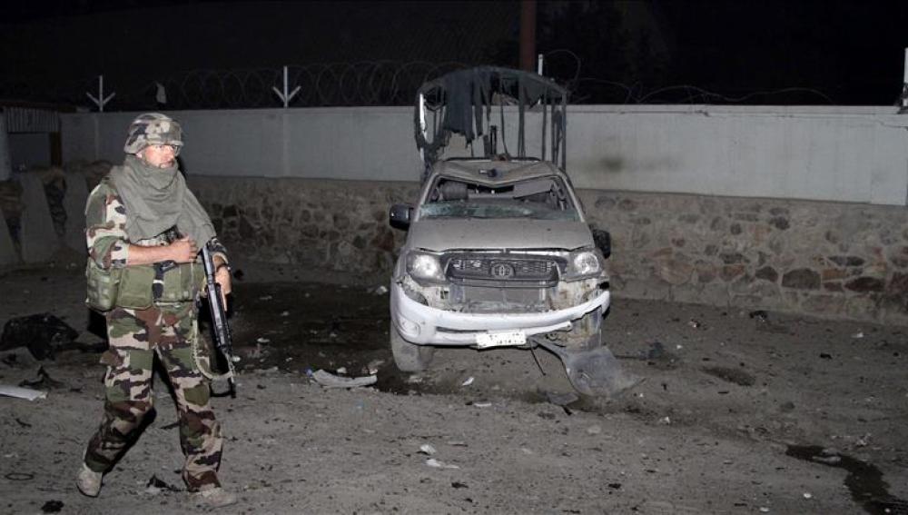 Un miembro de las fuerzas de seguridad afgana