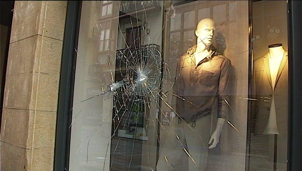 Destrozos en comercios al final de la manifestación del 1 de Mayo en Bilbao