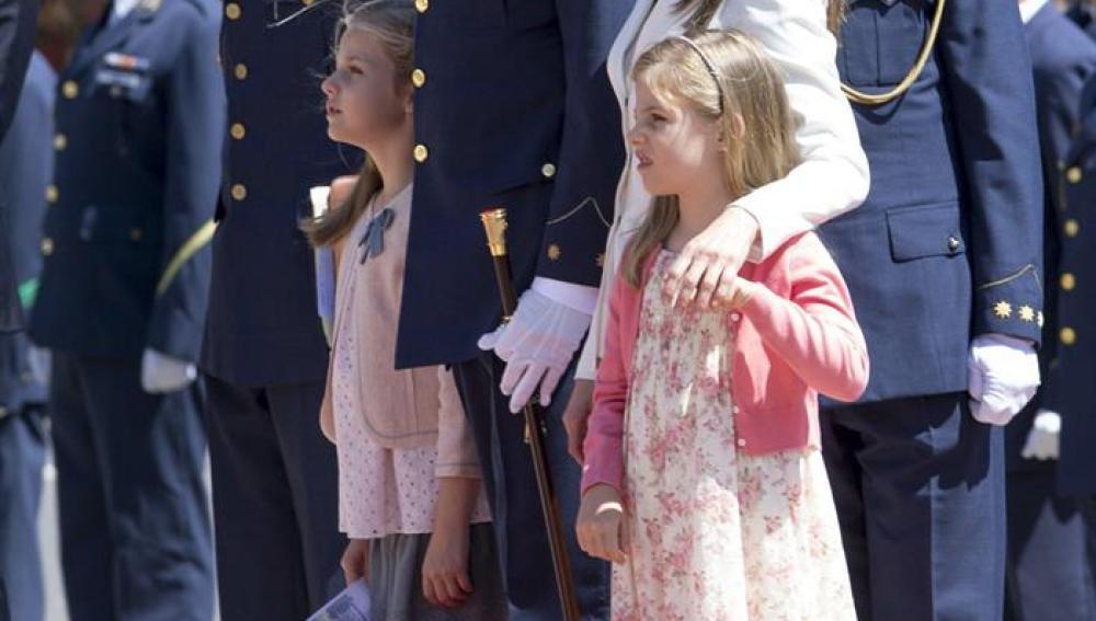 Los Príncipes de Asturias, Felipe y Letizia, junto a sus hijas, las infantas